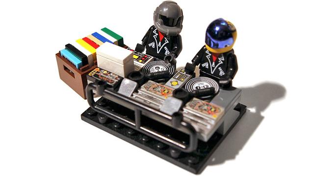 DAFT PUNK INSPIRA A LEGO