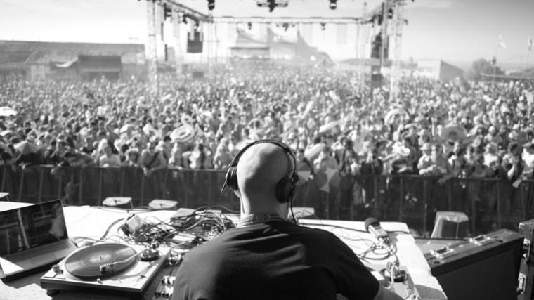 LAS 7 CUALIDADES INDISPENSABLES QUE TODO DJ DEBE TENER