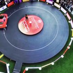 VIDEO – UN DISCO DE VINYL GIGANTE CON UN CARRO COMO AGUJA