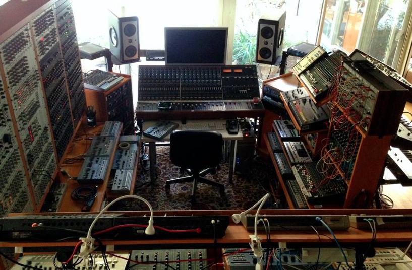 john-frusciantes-modular-synth-belongs-in-museum-gallery-body-image-1459617713