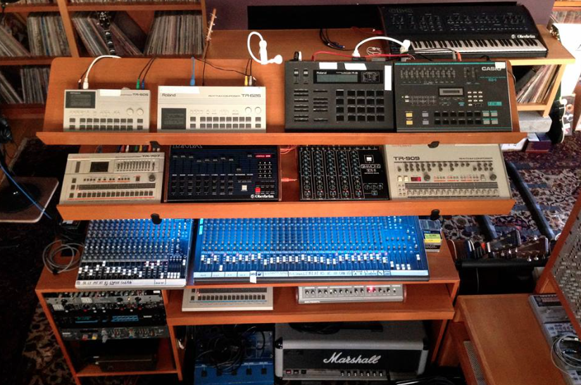 john-frusciantes-modular-synth-belongs-in-museum-gallery-body-image-1459617765