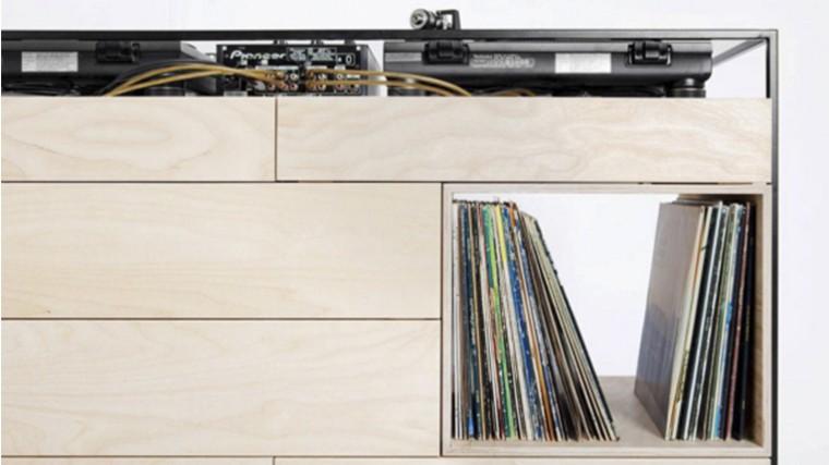 FOTOS – «SELECTORS CABINET»: UNA MESA DEDICADA A DJS Y SELECTORS