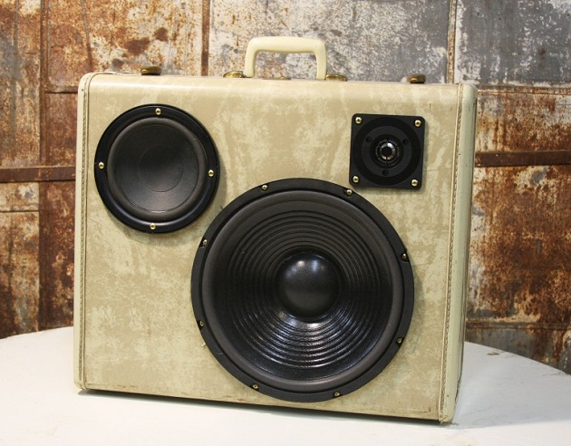 Case-Of-Bass-Vintage-Suitcase-Boombox-3