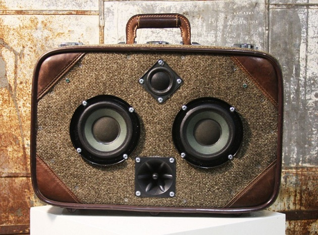 Case-Of-Bass-Vintage-Suitcase-Boombox-6