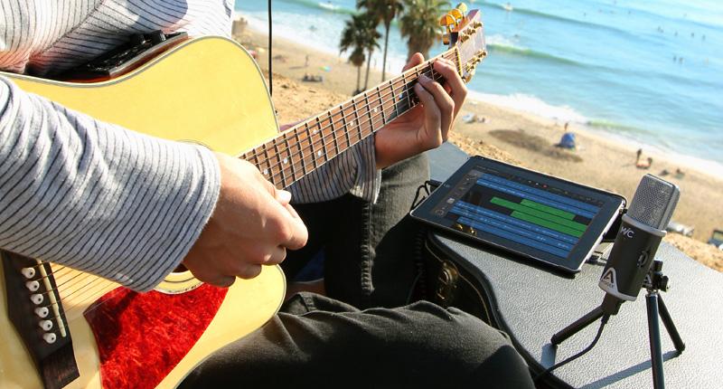 MiC-iPad-GarageBand-Beach-Fletcher-800x430