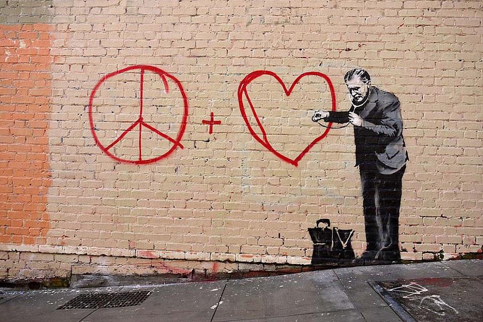 EEUU: Seis murales de Banksy se reportaron en San Francisco el 1 de mayo de 2010, incluyendo el de la foto , después de Massive Attack realizó una presentación de dos noches en la ciudad el 25 de abril y el 27 de