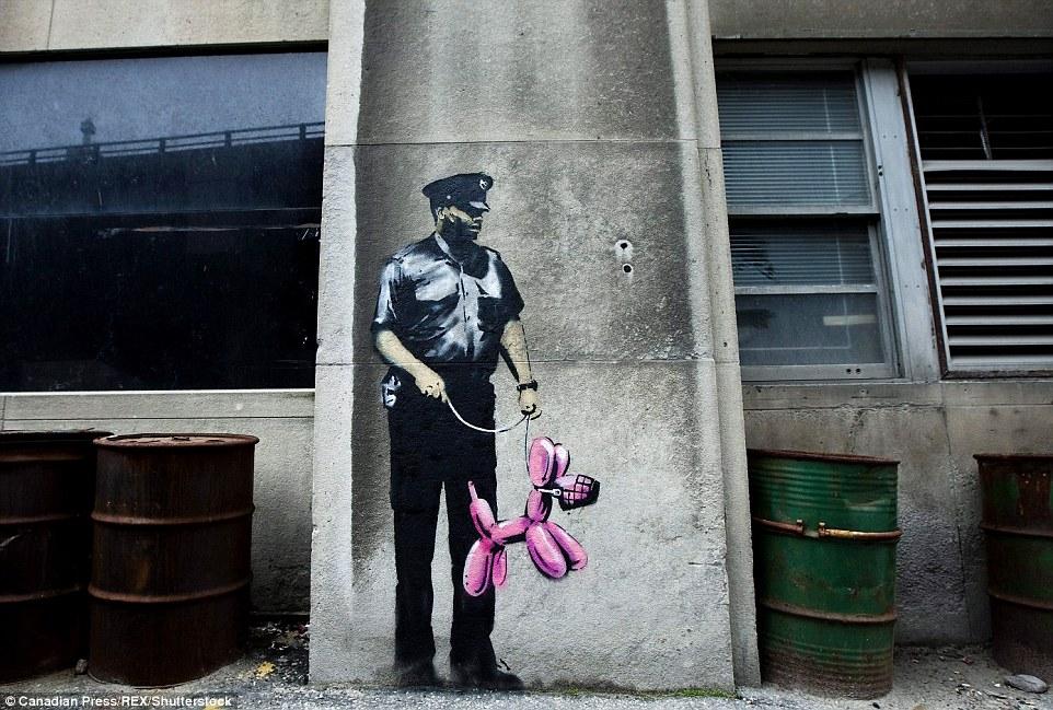Canadá: Toronto Massive Attack actuó una semana más tarde antes de que más nuevos murales de Banksy, incluido éste.