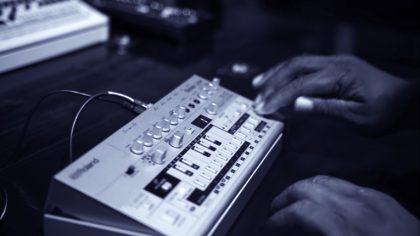 VIDEO – LEYENDAS DEL ACID HOUSE HABLAN DE LOS NUEVOS ROLAND TR-09 Y TB-03