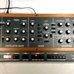 VIDEO – MIRA EL CLON DEL «MINIMOOG MODEL D» DE BEHRINGER