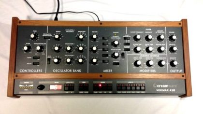 "VIDEO – MIRA EL CLON DEL ""MINIMOOG MODEL D"" DE BEHRINGER"