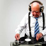 VIDEO – MIRA A ESTE DJ DE 63 AÑOS