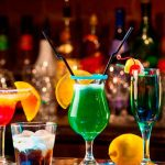 Proponen ley para flexibilizar hora limite de venta de licor en California