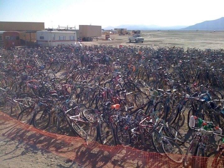 Miles de bicicletas abandonadas este año en el Burning Man - djprofile.tv