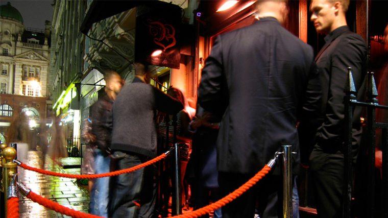 Porteros de clubes nocturnos están siendo entrenados para combatir al terrorismo