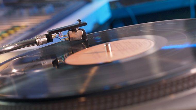 Las ventas de vinyl crecen mientras las de música digital bajan