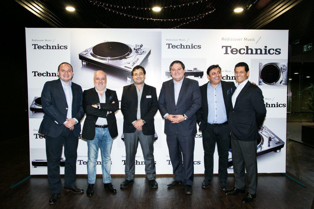 De izquierda a derecha: Victor Aguilera, Enzo López, Francisco Garate, Mauricio Bustamante, Oscar Conejero y Houcine Haddjeri