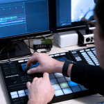 Native Instruments lanzará MASCHINE 2.7: Time stretching en tiempo real para audio