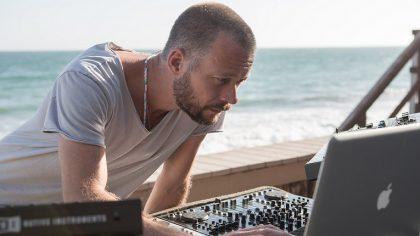 Video – Sebastian Mullaert realiza techno set desde su estudio