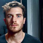 Nicolas Jaar suma tres temas a su último álbum