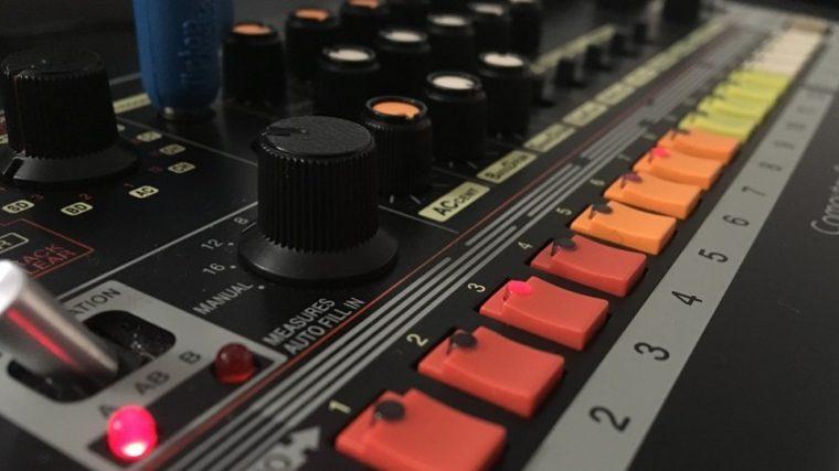 Roland lanza plugins oficiales de la 808 y la 909