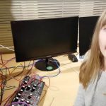Video – Una niña transformó un estante de Ikea en un synth modular