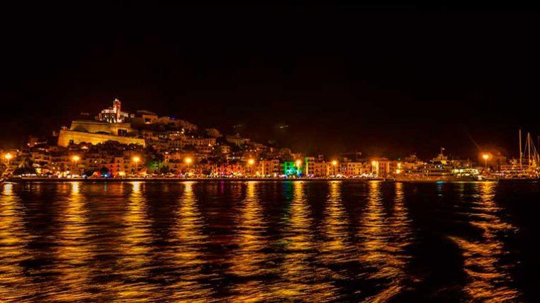 Más de 300 empleos costará a Ibiza la restricción de horario
