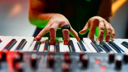 Wave: El controlador MIDI inalámbrico en forma de anillo