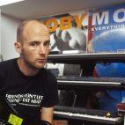 Moby subasta equipos usados en sus más grandes éxitos
