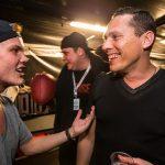 Video – Tiësto rinde homenaje a Avicii con megamix en vivo