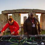 Carl Cox y Paul Oakenfold son los primeros DJs en tocar en Stonehenge