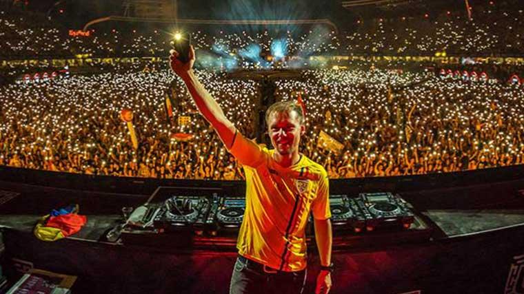 Armin Van Buuren toca set de siete horas y media en Untold Festival