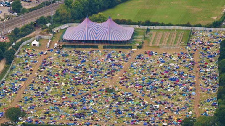 ONG 'Clean Up Britain' sugiere cobrar impuestos a campistas en los festivales