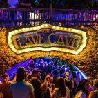 LaidBack Luke tocó disfrazado de anciano en la Rave Cave de Tomorrowland