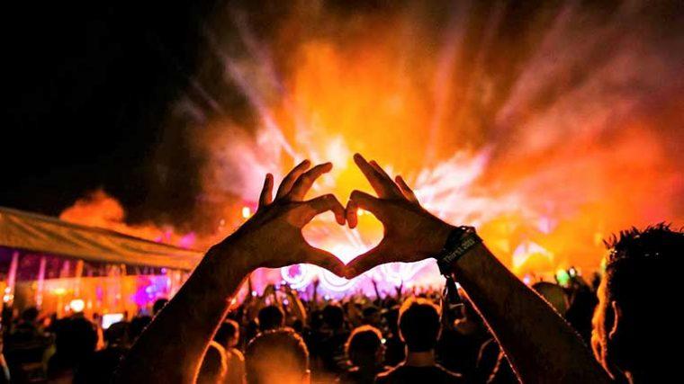 Live Nation ofrecerá entradas para conciertos a usuarios de Tinder
