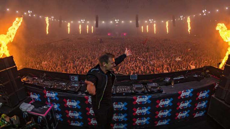 Armin Van Buuren comparte el set en vivo en el AMF 2019