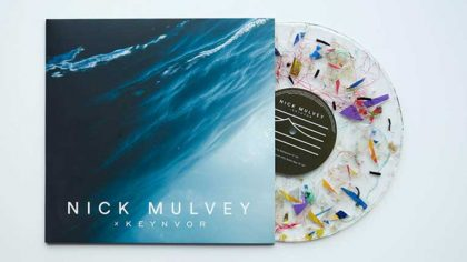 Graban el primer disco de vinyl con plástico 100% reciclado del océano