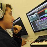 Conoce la universidad que ofrece a sus estudiantes un enfoque en la música electrónica