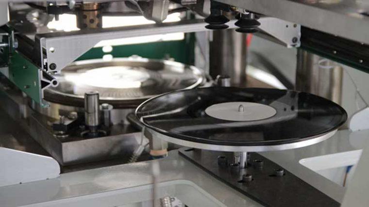Un nuevo libro describe el fuerte impacto ambiental del consumo de música