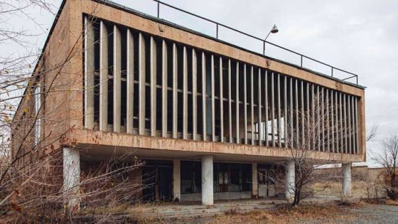 Organizan rave de cinco días en instituto de ciencias abandonado