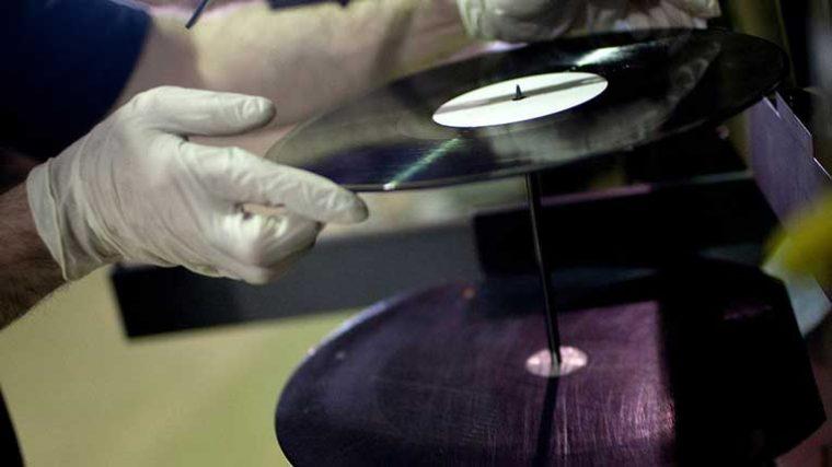 Producción de discos de vinilo en peligro por incendio en planta Apollo Masters Corp