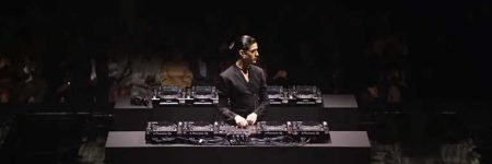 VIDEO: Arca se presenta en la 'London Fahion Week' tocando ocho CDJ