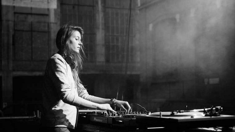 LIVESTREAM: Charlotte De Witte ofrece show para aplastar el COVID-19 con techno