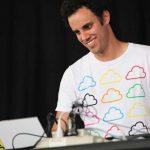 AUDIO: Four Tet crea una playlist con más de 500 tracks, incluidos propios y remixes