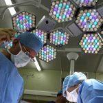 En el Reino Unido están sugiriendo a los cirujanos que «dejen de escuchar drum and bass»