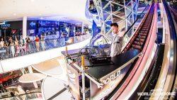 VIDEO – BigCityBeats Escalator Edition: Un DJ Set de techno desde la escalera mecánica más larga de Europa.