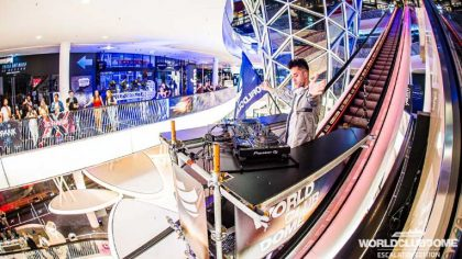 VIDEO – BigCityBeats Escalator Edition: Un DJ Set de techno desde la escalera mecánica más larga de Europa.