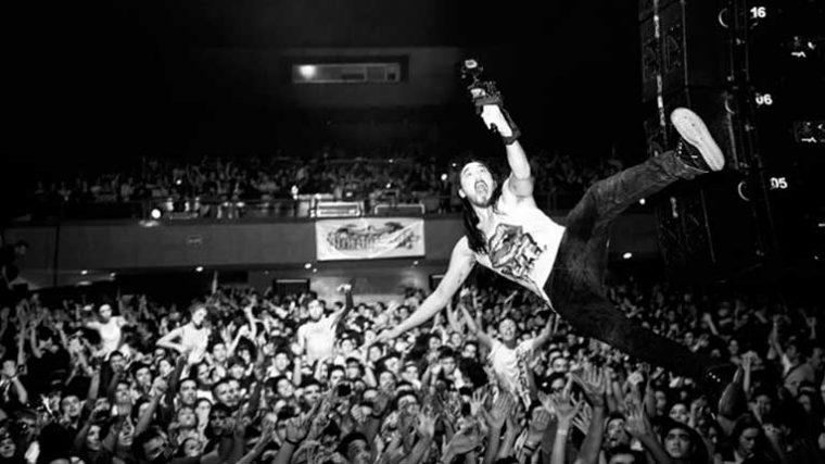 VIDEO – Punk y Drum & Bass: Steve Aoki lanza un remix del clásico 'Banned From The Roxy' de la banda Crass