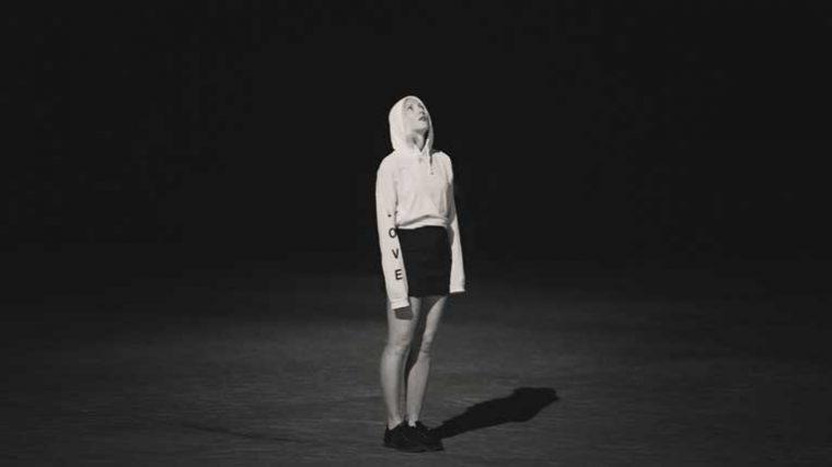 'We Are Not Alone' – Ellen Alien rinde tributo al techno underground de Berlín en un nuevo compilado