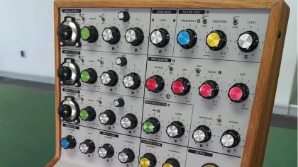 Así se ve el prototipo del nuevo sintetizador de Behringer, un clon del «VCS3»
