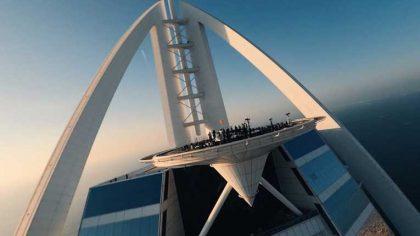 VIDEO   Mira a David Guetta tocar desde lo más alto de  Dubai para «United At Home»